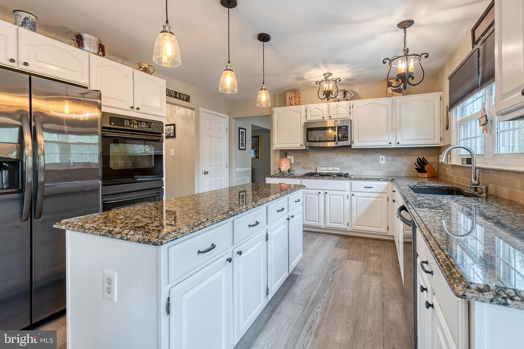 Gourmet Kitchen with new pendant lighting - 54 CHRISTOPHER WAY, STAFFORD