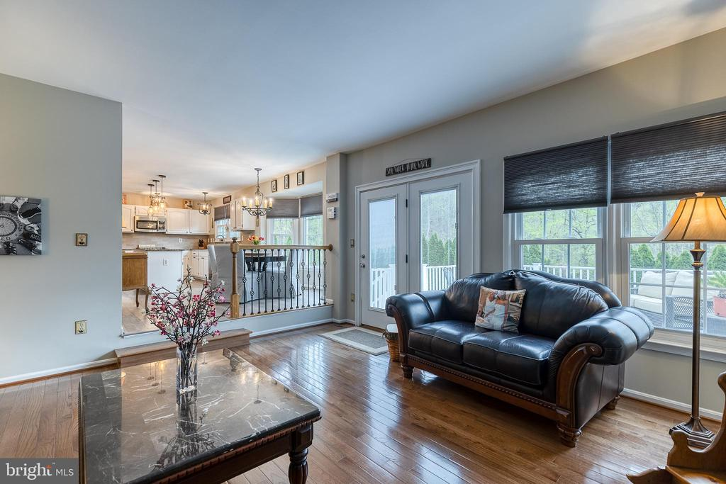 Family room with lots of natural light - 54 CHRISTOPHER WAY, STAFFORD