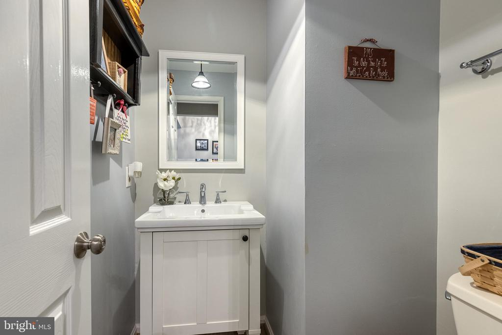 Newly renovated half bathroom off Kitchen - 54 CHRISTOPHER WAY, STAFFORD