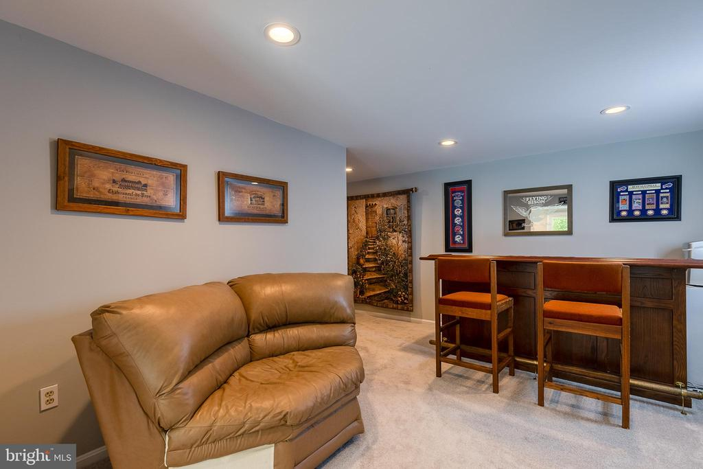 Sitting or bar area in Basement - 54 CHRISTOPHER WAY, STAFFORD
