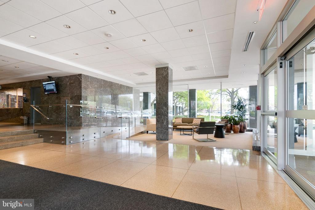 24-Hr Concierge and Building Security - 2475 VIRGINIA AVE NW #519, WASHINGTON