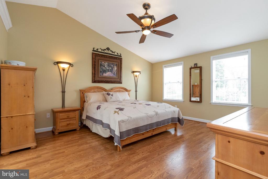 Bedroom #1 with hardwood floors - 706 RANDI DR SE, LEESBURG