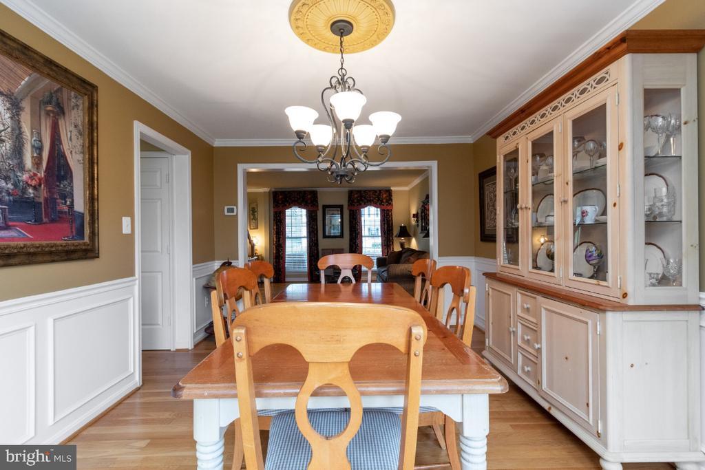 Spacious dining room with hardwood floors - 706 RANDI DR SE, LEESBURG