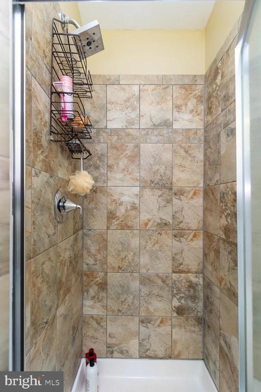 Newer tile in stand up shower in bath #1 - 706 RANDI DR SE, LEESBURG