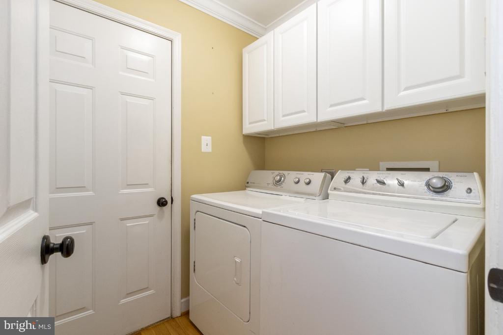 Main level laundry room - 706 RANDI DR SE, LEESBURG