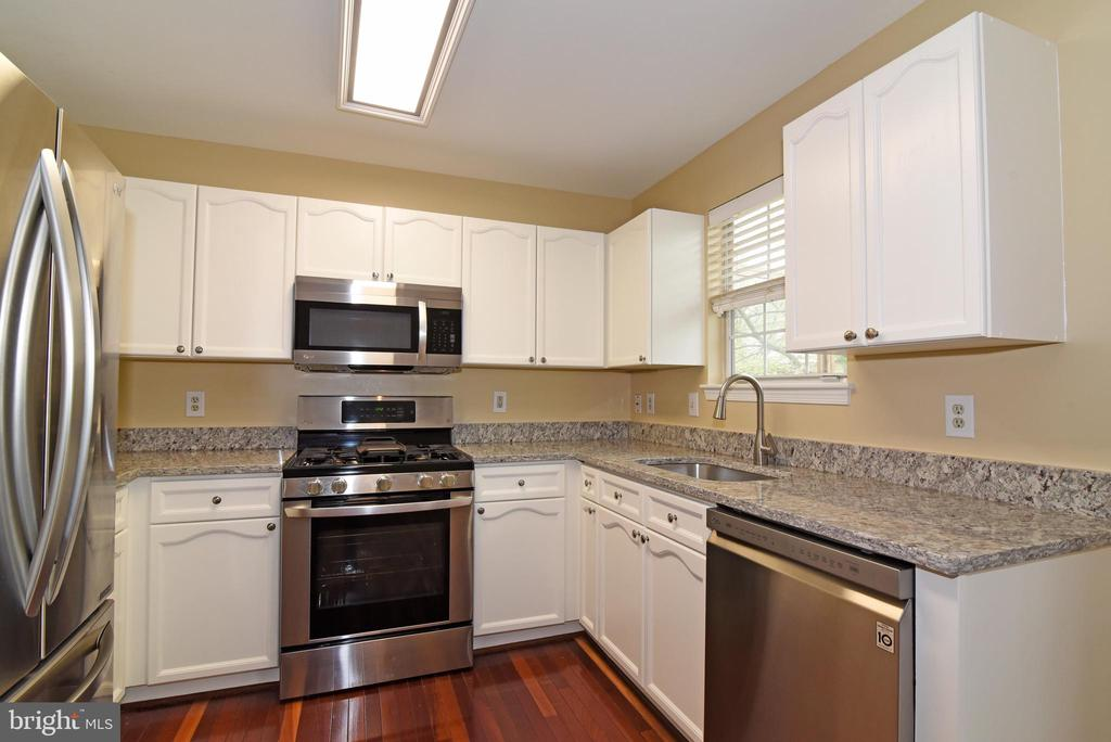 Updated kitchen with new appliances & granite - 20854 APOLLO TER, ASHBURN