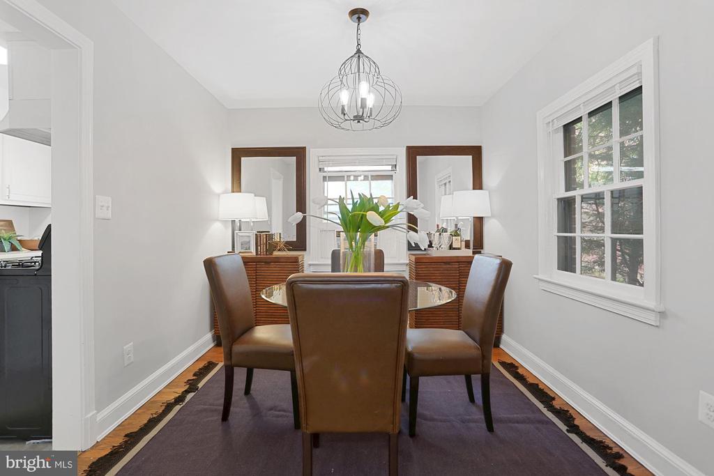 Separate dining space - 1033 N MONROE ST, ARLINGTON