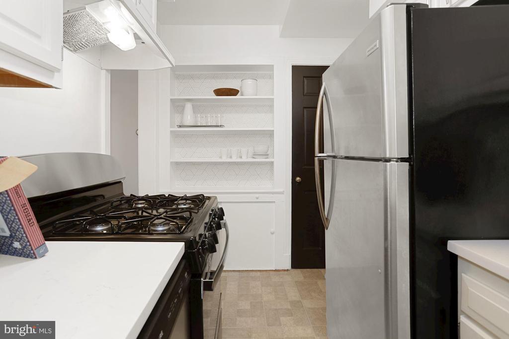Kitchen - 1033 N MONROE ST, ARLINGTON