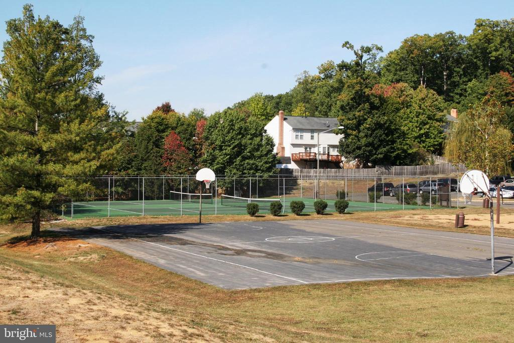 Basketball/Tennis/Volleyball at Park - 16644 CAXTON PL, DUMFRIES