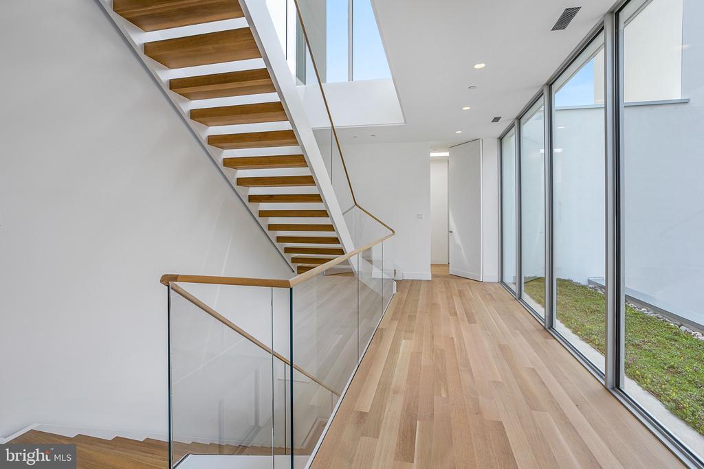 Upper Level Hallway - 4640 CATHEDRAL AVE NW, WASHINGTON