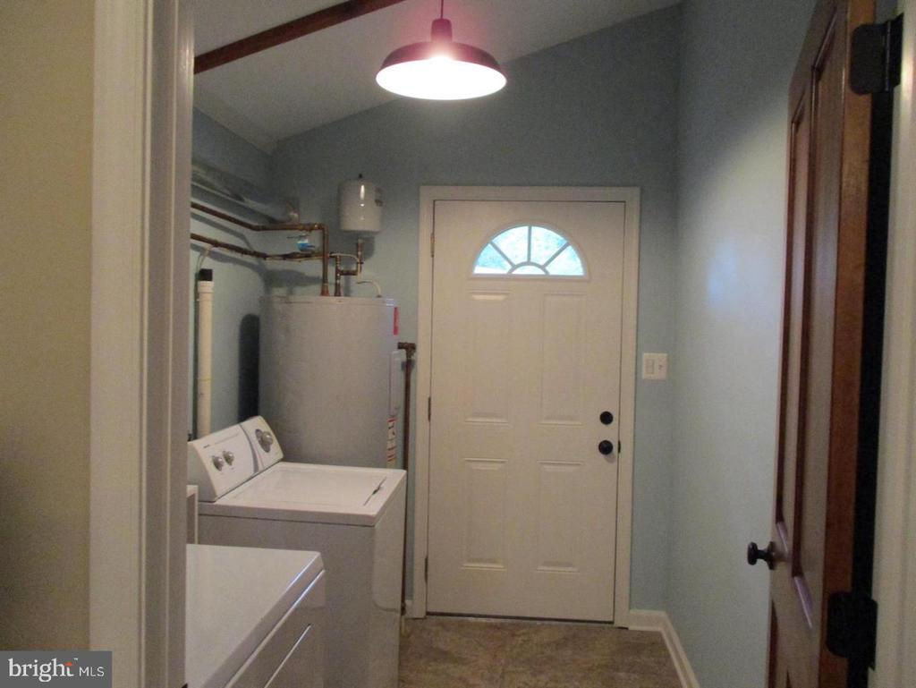 Laundry Room with exterior door  off Great Room - 29 S GREENWAY AVE, BOYCE
