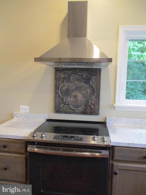 Stove with range Hood and lots of Counters - 29 S GREENWAY AVE, BOYCE