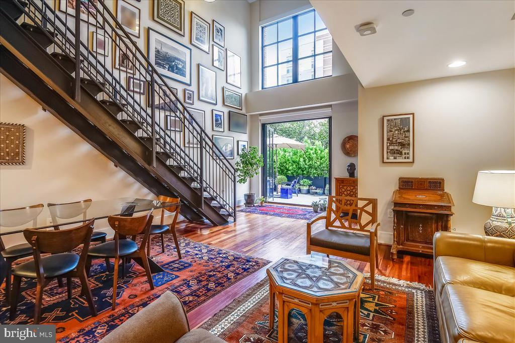 Dramatic Two Story Loft/ Living Room - 1615 N QUEEN ST #M204, ARLINGTON