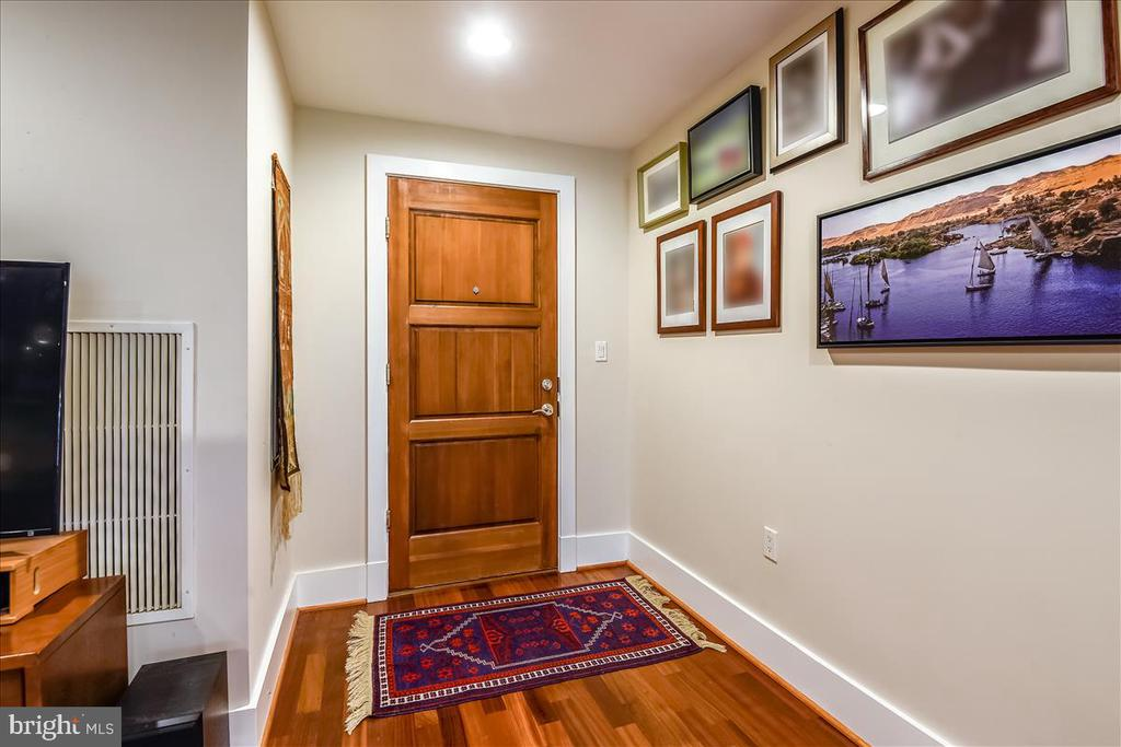 Entry on Main Level - 1615 N QUEEN ST #M204, ARLINGTON
