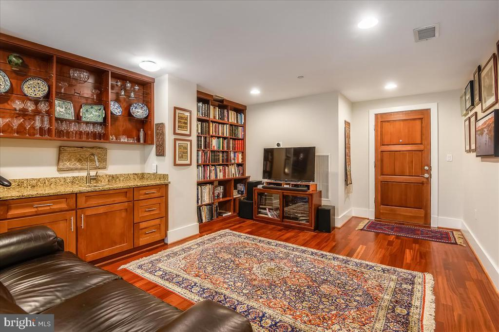 Upstairs Gathering Space with Wet Bar - 1615 N QUEEN ST #M204, ARLINGTON