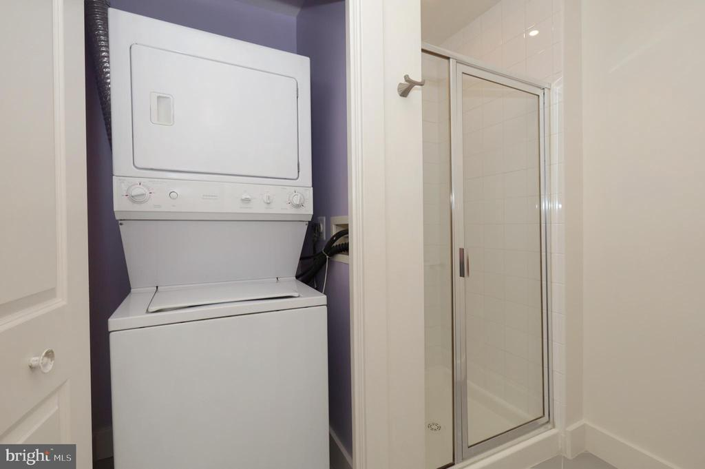 2nd Full Bath with Stacked Washer & Dryer - 1200 N HARTFORD ST #502, ARLINGTON
