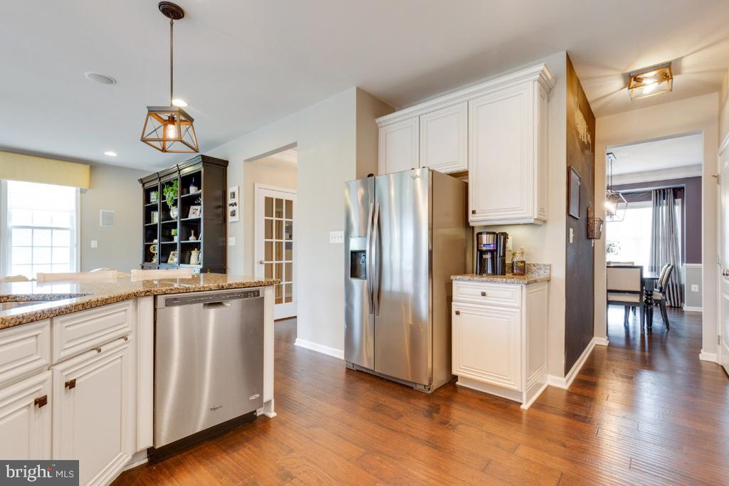 Gourmet Kitchen with White Cabinetry - 24215 CRABTREE CT, ALDIE
