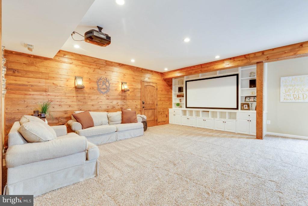 Wonderful Rec Room with Built-in Shelving - 24215 CRABTREE CT, ALDIE