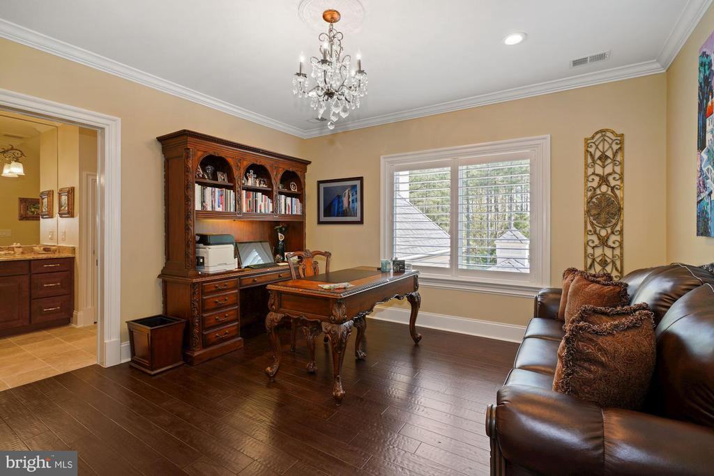 A third Bedroom on the Upper Level - 22608 CREIGHTON FARMS DR, LEESBURG