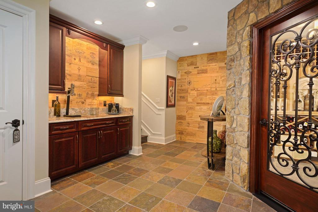French styled 1,000 bottle wine cellar - 22608 CREIGHTON FARMS DR, LEESBURG