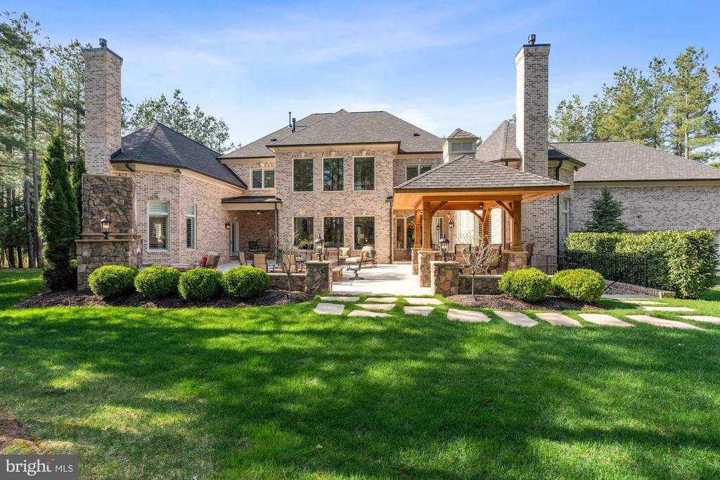 Meticulously Landscaped Grounds - 22608 CREIGHTON FARMS DR, LEESBURG
