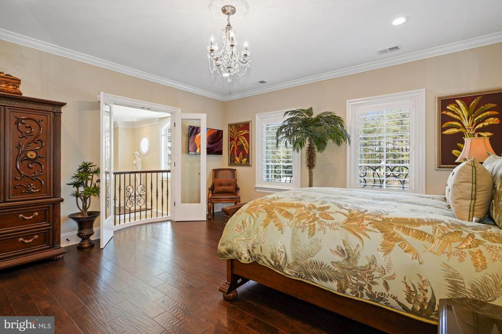 A Second Bedroom on the Upper Level - 22608 CREIGHTON FARMS DR, LEESBURG