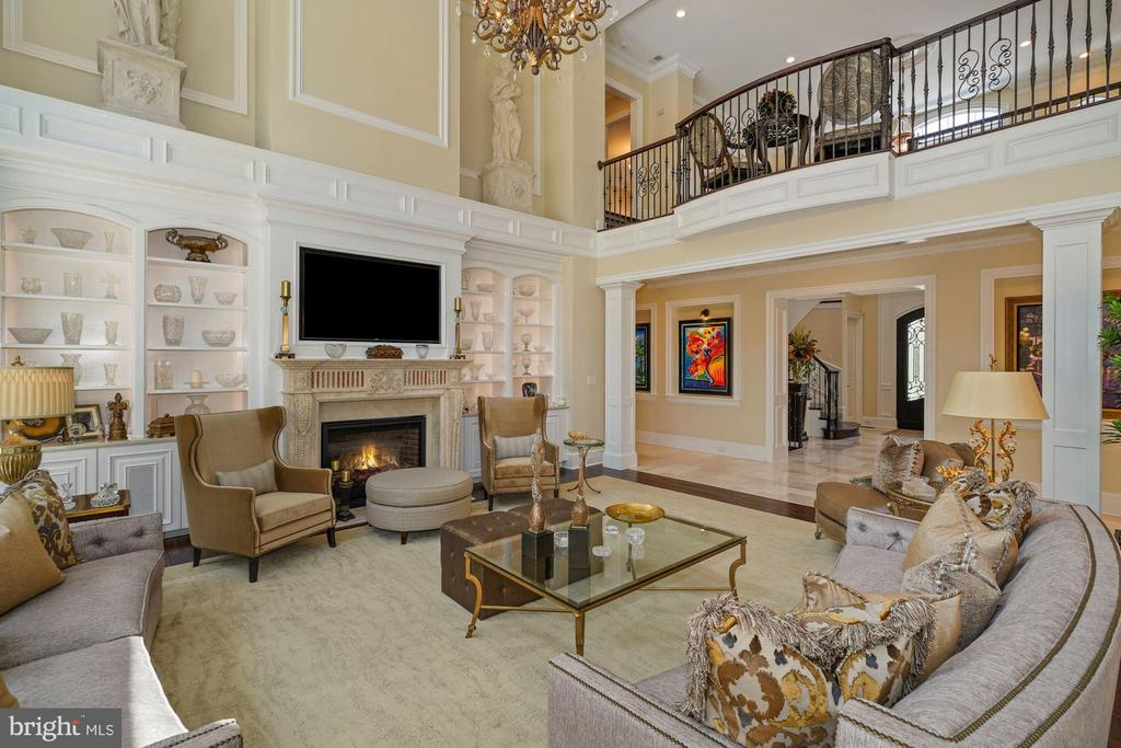 Two-Story Great Room with 25' Ceilings - 22608 CREIGHTON FARMS DR, LEESBURG