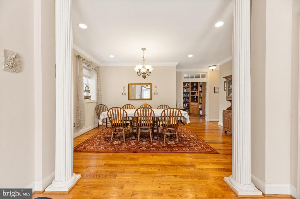 Formal Dining Room - 525 NELSON DR NE, VIENNA