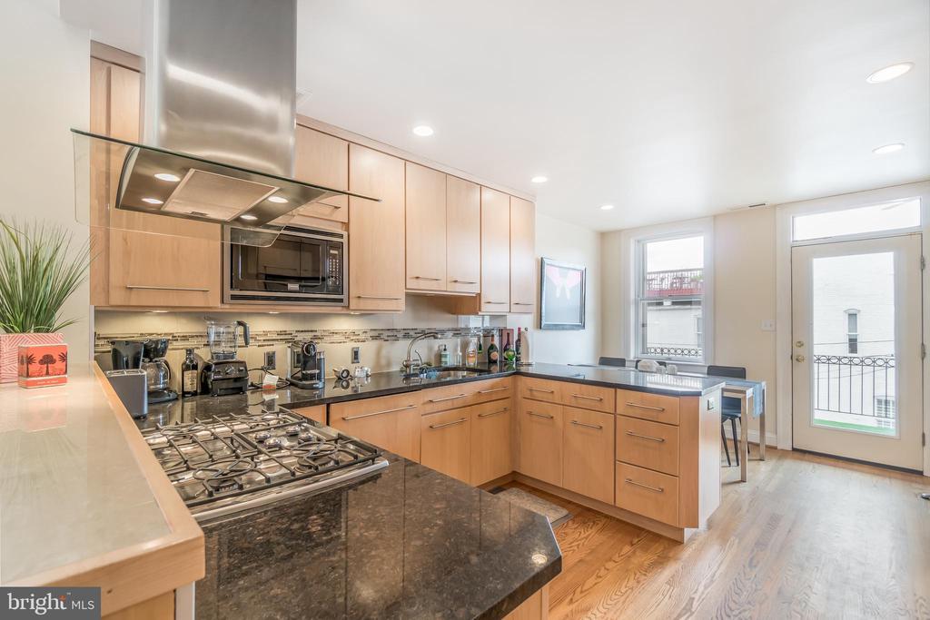 Open kitchen in Unit 2 - 1723 19TH ST NW, WASHINGTON