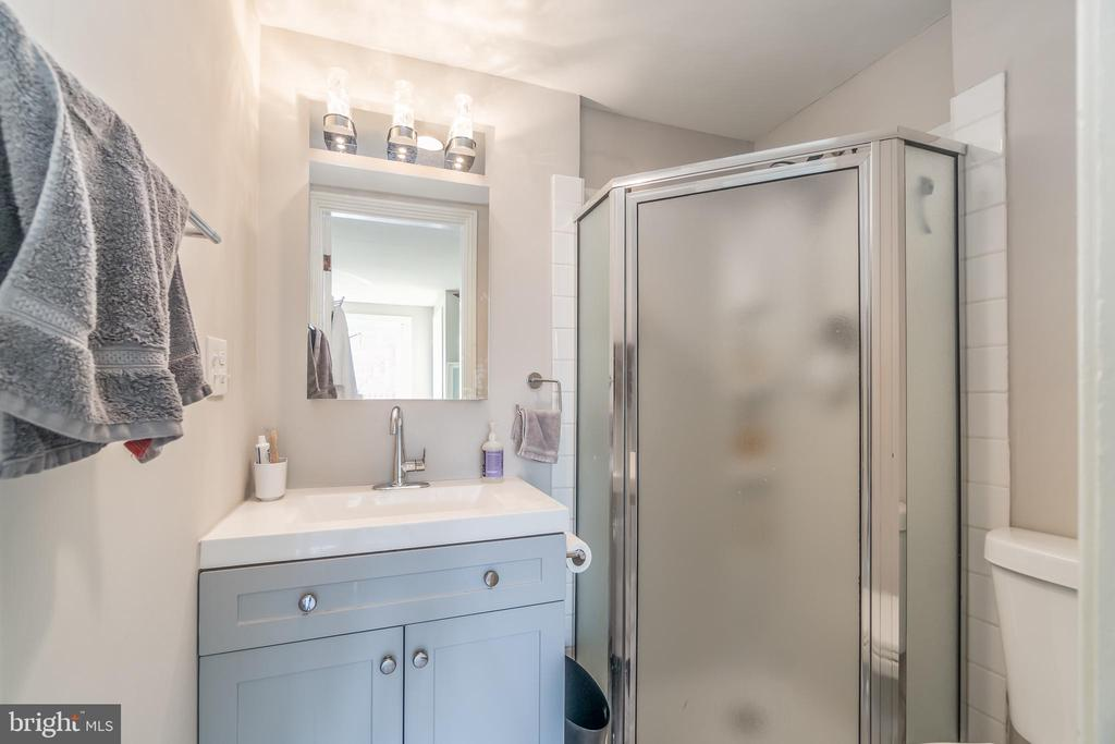Bathroom, Unit 3 - 1723 19TH ST NW, WASHINGTON