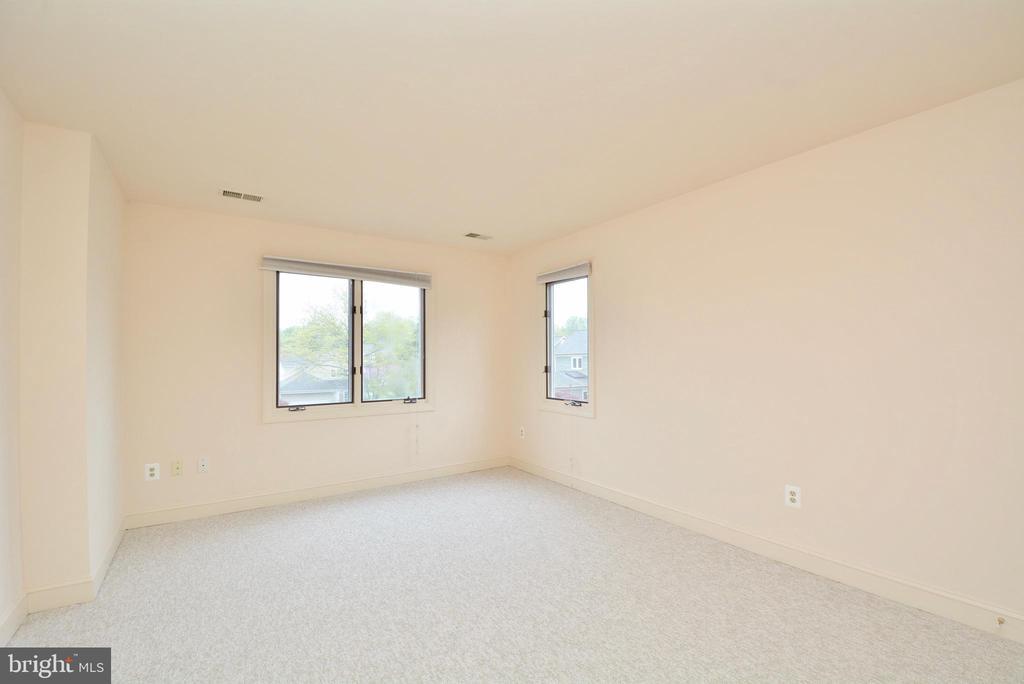 Bedroom 4 - 10526 MEREWORTH LN, OAKTON