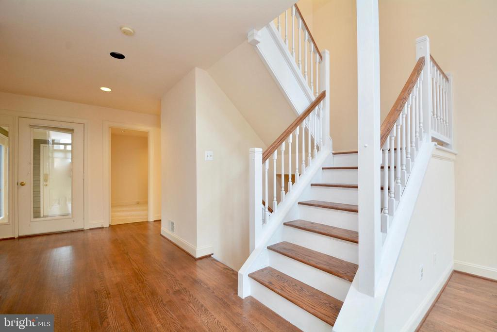 Stairs - 10526 MEREWORTH LN, OAKTON