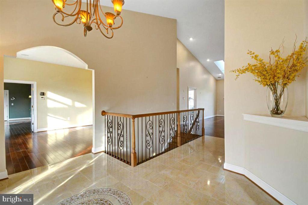 Central Foyer with Marble Flooring - 14515 SHIRLEY BOHN RD, MOUNT AIRY