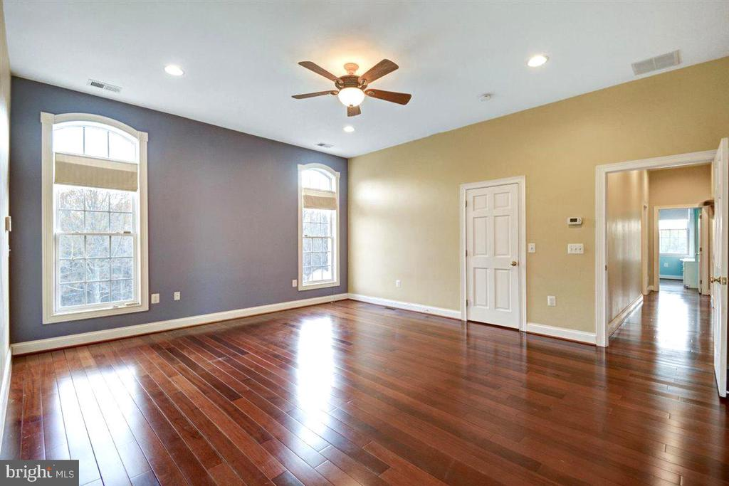 Owners Suite with Hardwood Flooring - 14515 SHIRLEY BOHN RD, MOUNT AIRY