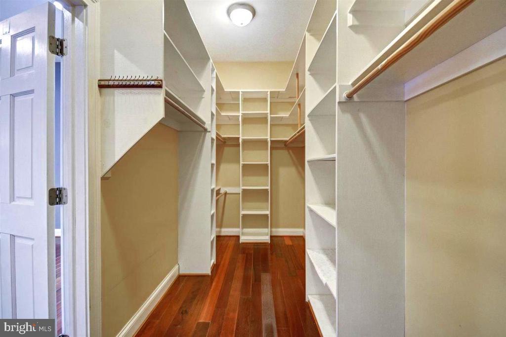 Custom Walk In Closet - 14515 SHIRLEY BOHN RD, MOUNT AIRY