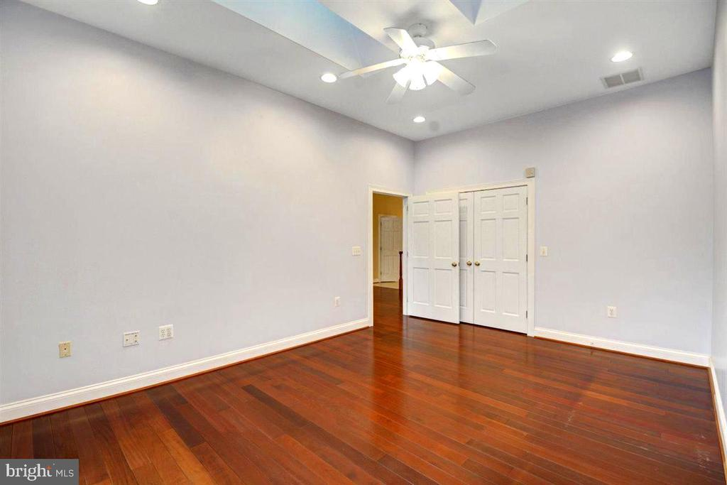 Den / Office/ Bedroom #5 - 14515 SHIRLEY BOHN RD, MOUNT AIRY