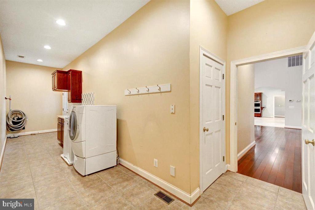 Large Housekeeping Room With Ceramic Tile Flooring - 14515 SHIRLEY BOHN RD, MOUNT AIRY