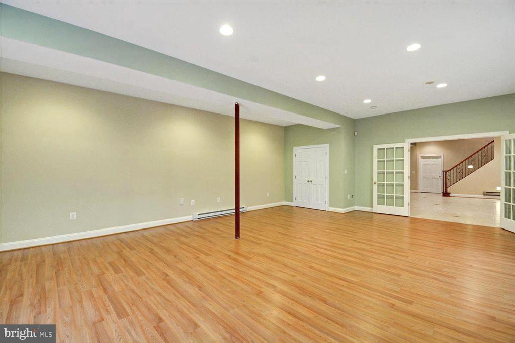 Extra Large Apartment's Family Room - 14515 SHIRLEY BOHN RD, MOUNT AIRY