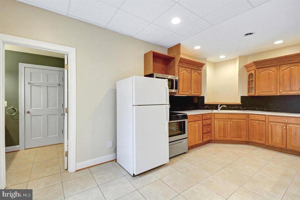 Apartment / Au pair Kitchen - 14515 SHIRLEY BOHN RD, MOUNT AIRY