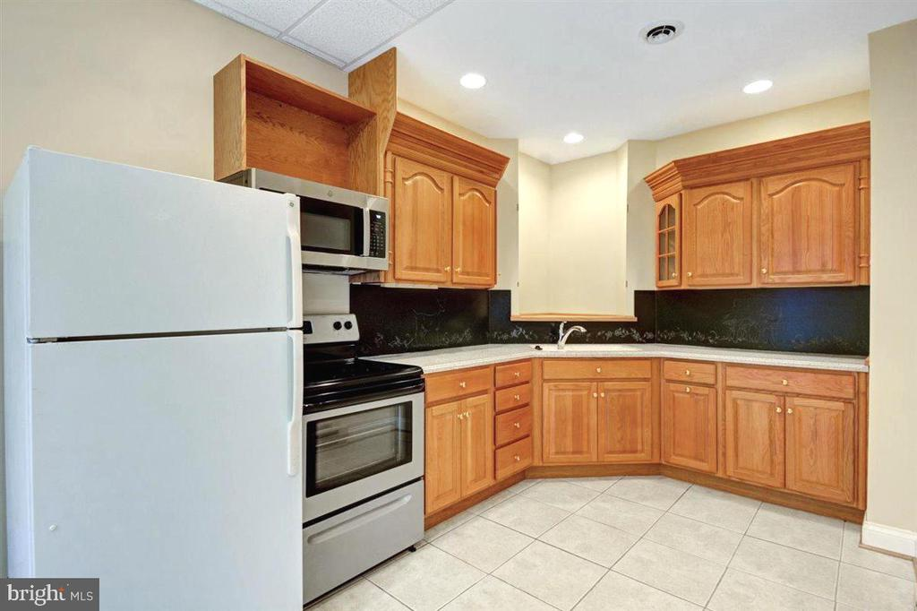 Apartment/ Au pair Kitchen - 14515 SHIRLEY BOHN RD, MOUNT AIRY