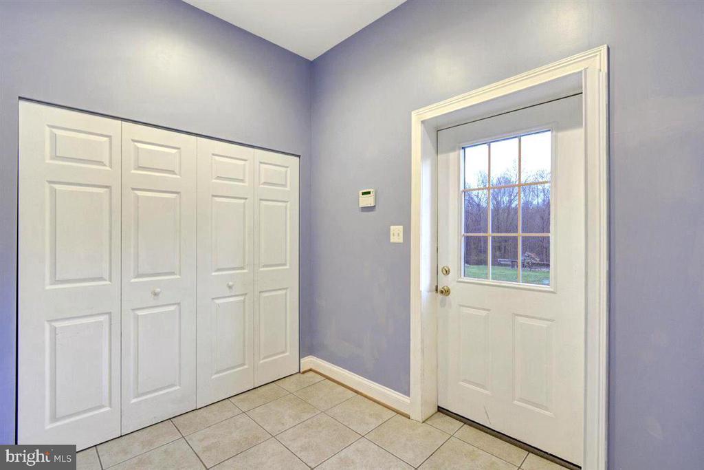 Apartment Entry Foyer - 14515 SHIRLEY BOHN RD, MOUNT AIRY