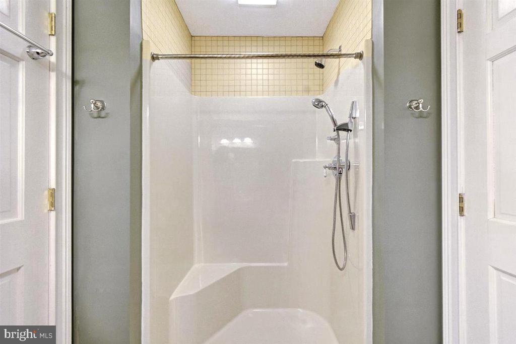 Apartment Full Bath - 14515 SHIRLEY BOHN RD, MOUNT AIRY