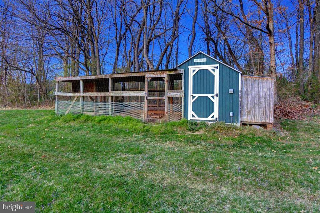 Poultry House . . .  Fresh Eggs! - 14515 SHIRLEY BOHN RD, MOUNT AIRY