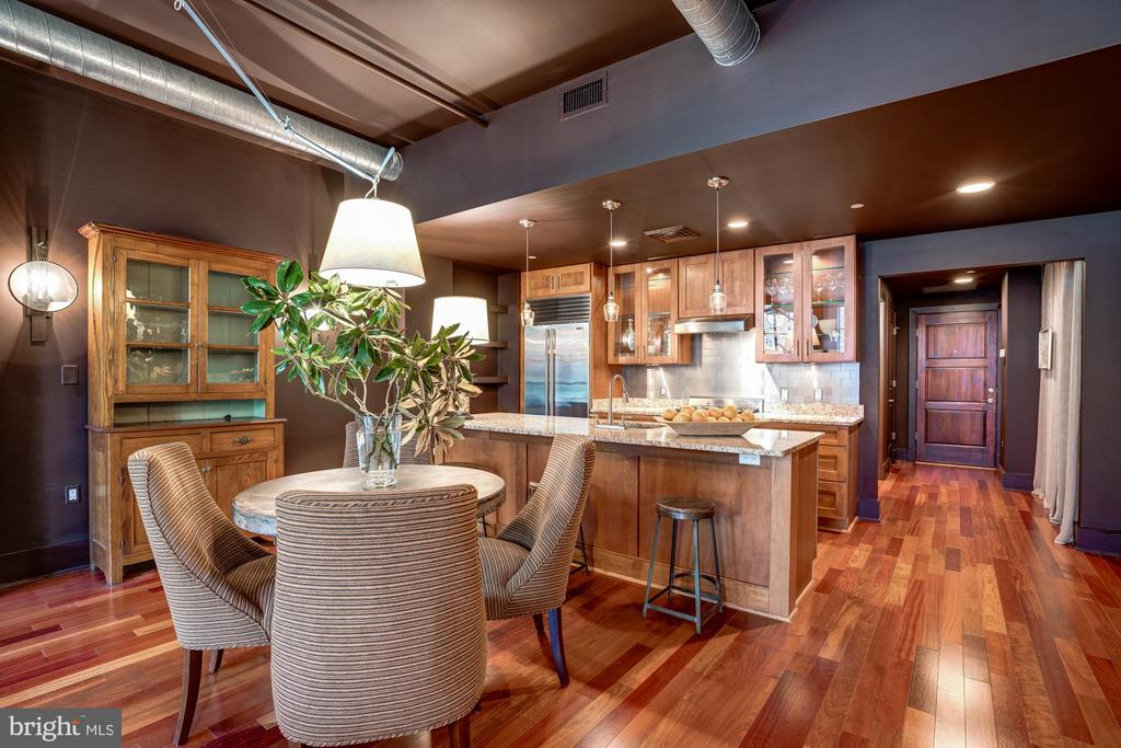 Traditional Open Dining with Eat In Kitchen Island - 1615 N QUEEN ST #M303, ARLINGTON