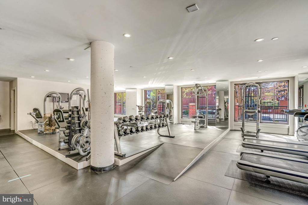 Cardio and Weights Combination - 1615 N QUEEN ST #M303, ARLINGTON