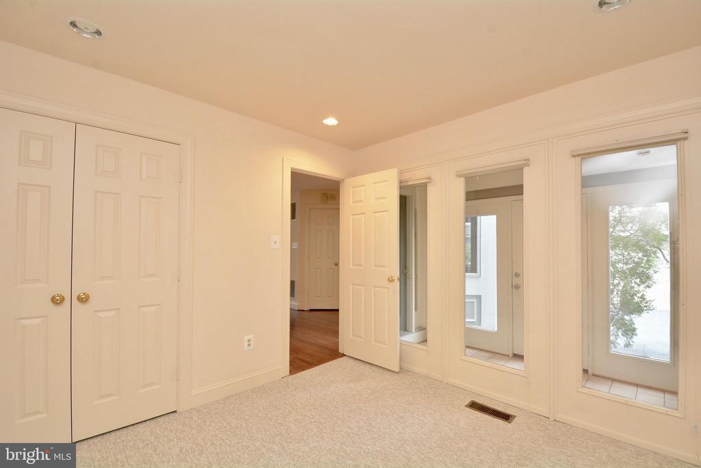 Main Level Bedroom - 10526 MEREWORTH LN, OAKTON