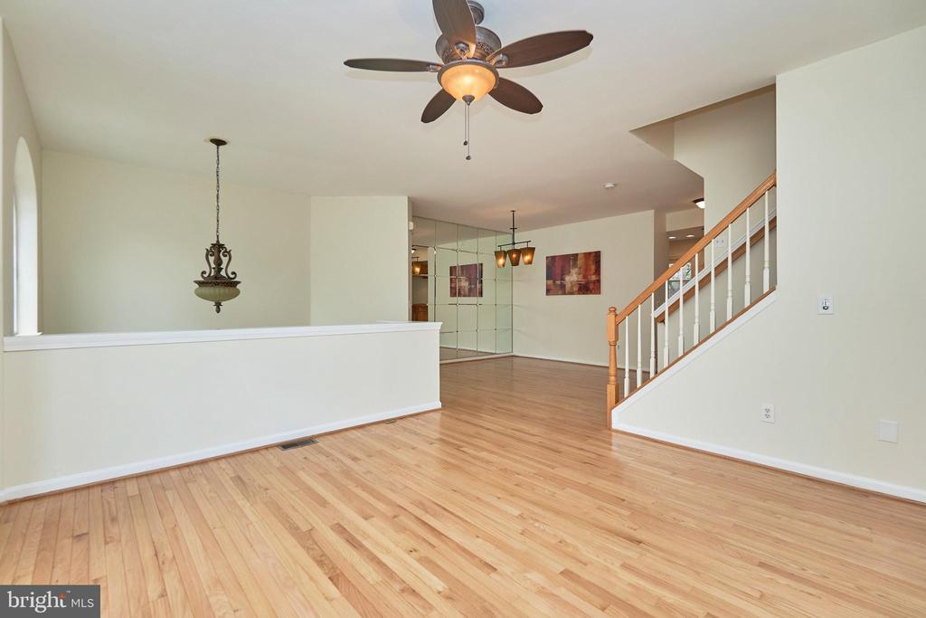 Light and Bright - 11436 ABNER AVE, FAIRFAX