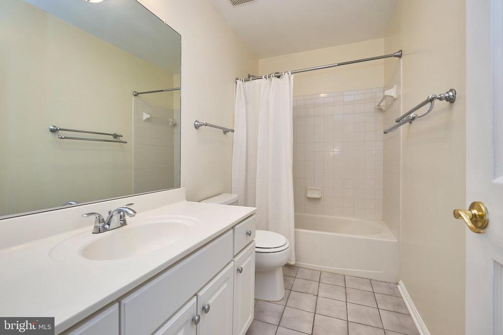 Hall bath - 11436 ABNER AVE, FAIRFAX