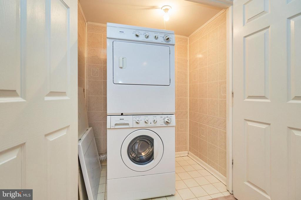 Stackable washer/drywer - 11436 ABNER AVE, FAIRFAX