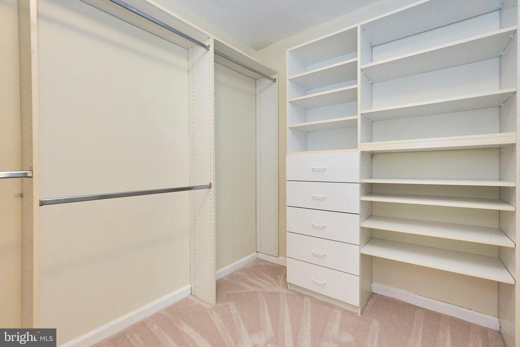 Walk in closet with built ins - 11436 ABNER AVE, FAIRFAX